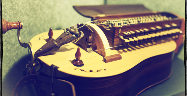 Image supporting HURDY GURDY